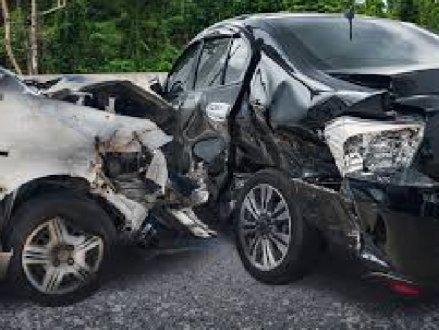 素里凌晨发生两车相撞严重车祸 有人重伤
