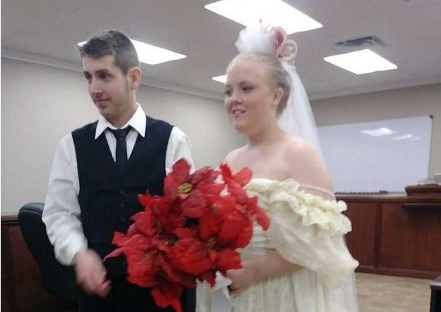 刚在法院公证结婚 新婚夫妇5分钟后一起被撞死