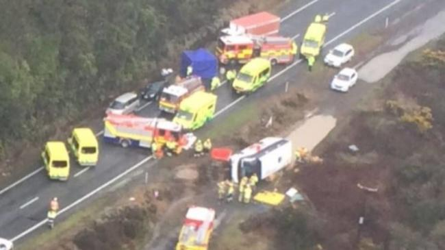 five-tourists-killed-in-bus-crash-near-new-zealand-attraction__800817_.jpg
