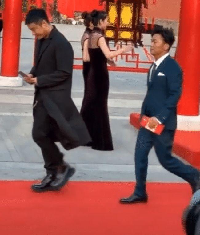 王宝强红毯被拍 1米65走出1米8的气场