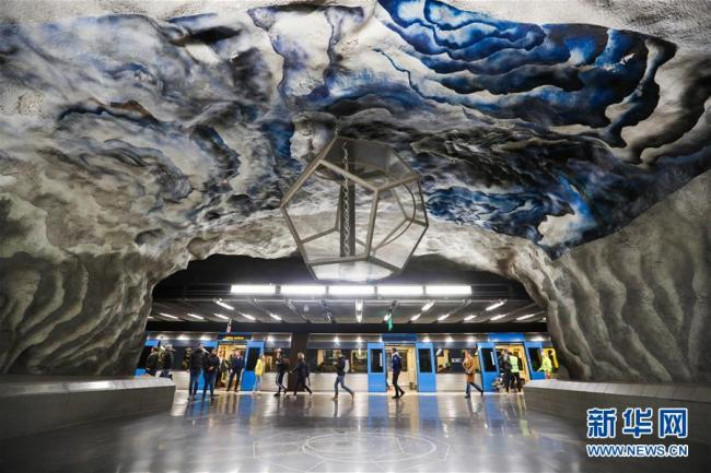 """看瑞典斯德哥尔摩地铁 置身""""地下艺术长廊"""""""