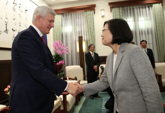 Harper (left), Tsai (right).