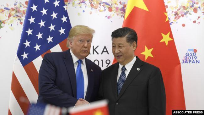 2019年6月29日在日本大阪举行的G20领导人峰会期间,美国总统唐纳德·特朗普与中国国家主席习近平合影留念 (路透社资料照片)