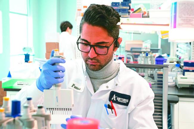 美國將徵召逾10萬個自願者,接受約六種最具潛力的候選疫苗人體試驗。(路透)